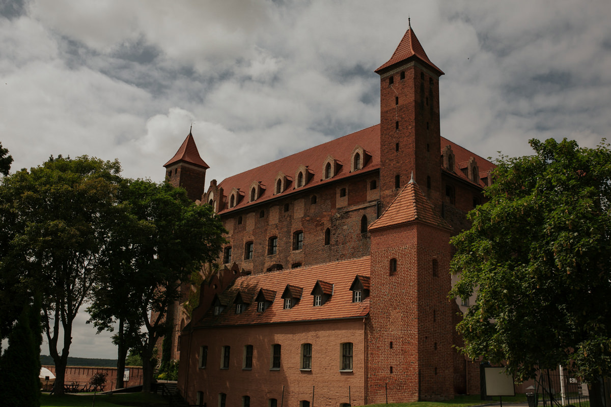A WEDDING IN GNIEW CASLE 1