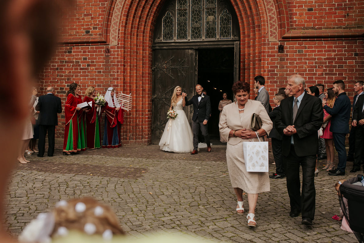 A WEDDING IN GNIEW CASLE 43