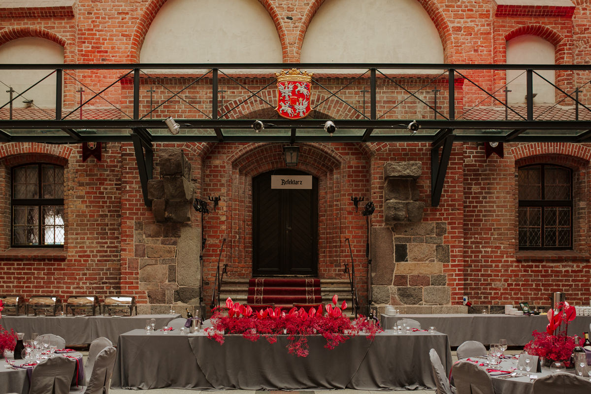 A WEDDING IN GNIEW CASLE 55