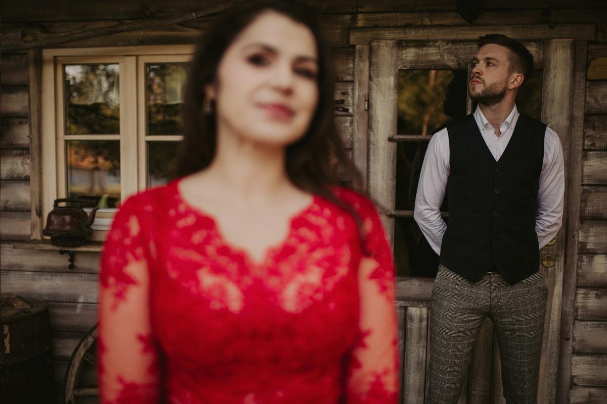 1788 sesja slubna w czerwonej sukni