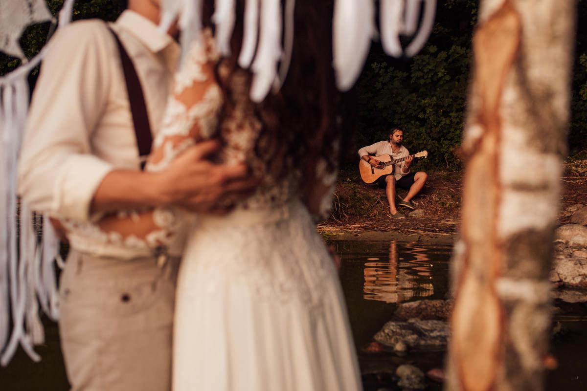 sesja łapacze snów z gitarą