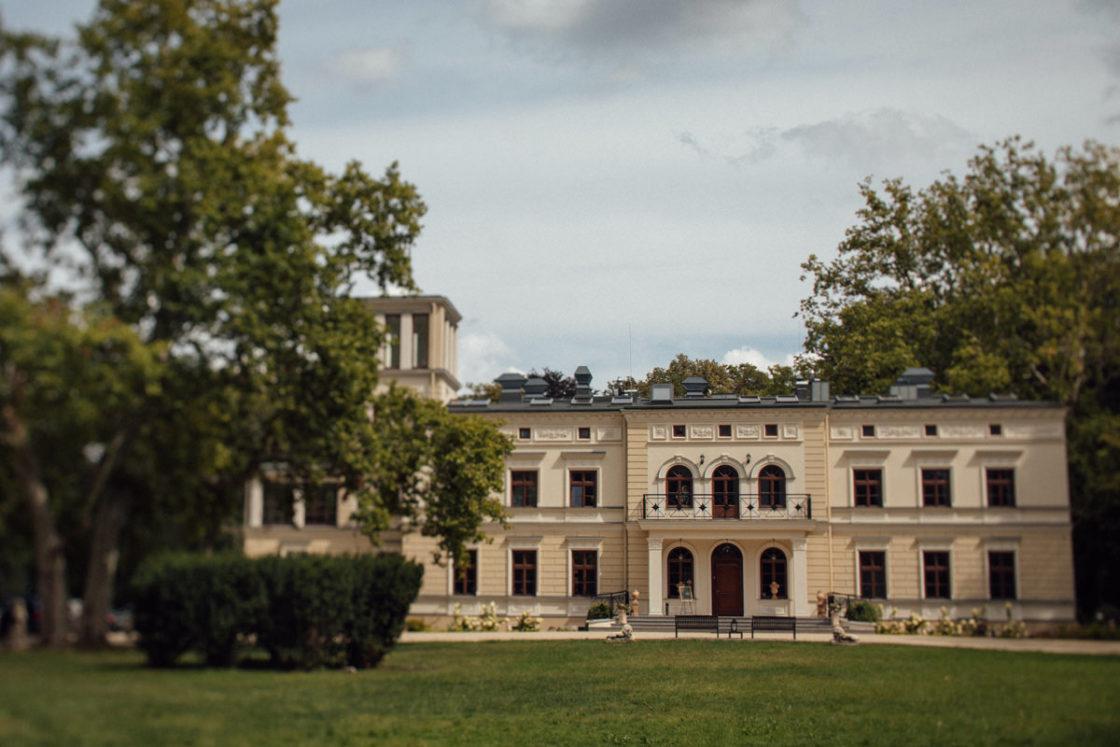 PALACE WIERZBICZANY – A WEDDING IN GNIEWKOWO 1